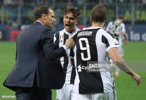 Gonzalo Higuain of Juventus FC celebrates his goal with Paulo Dybala and Massimiliano Allegri during the serie A match between FC Internazionale and...