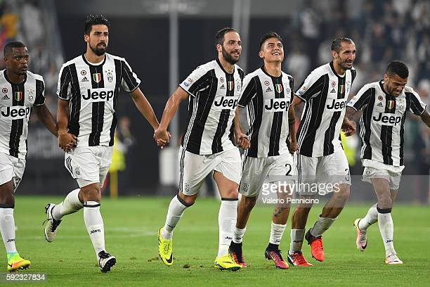 Gonzalo Higuain of Juventus FC celebrates victory with team mates at the end of the Serie A match between Juventus FC and ACF Fiorentina at Juventus...