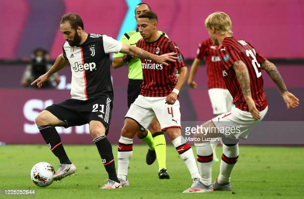Gonzalo Higuain of Juventus FC competes for the ball with Ismael Bennacer of AC Milan during the Serie A match between AC Milan and Juventus at...