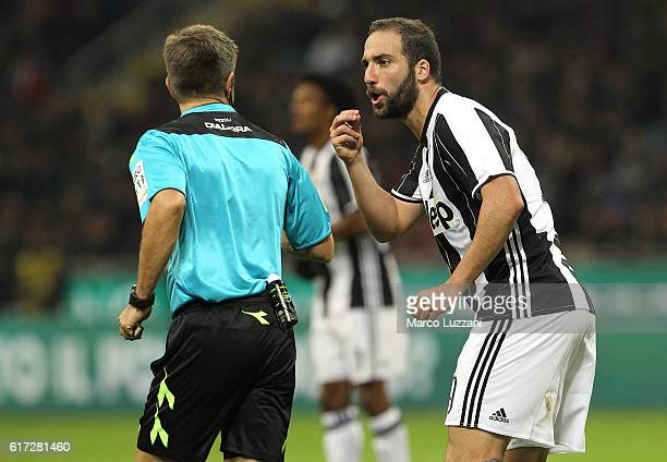 Gonzalo Higuain of Juventus FC disputes with Referee Nicola Rizzoli during the Serie A match between AC Milan and Juventus FC at Stadio Giuseppe...