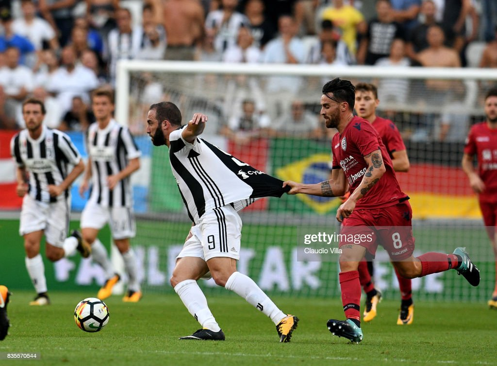 Gonzalo Higuain of Juventus FC #9 in action during the Serie A match between Juventus and Cagliari Calcio at Allianz Stadium on August 19, 2017 in Turin, Italy.