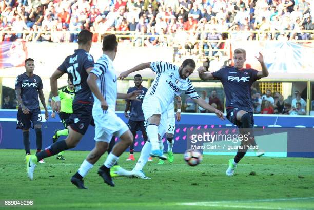 Gonzalo Higuain of Juventus FC kicks towards the goal during the Serie A match between Bologna FC and Juventus FC at Stadio Renato Dall'Ara on May 27...