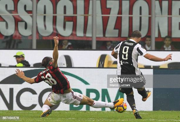 Gonzalo Higuain of Juventus FC scores his second goal during the Serie A match between AC Milan and Juventus at Stadio Giuseppe Meazza on October 28...