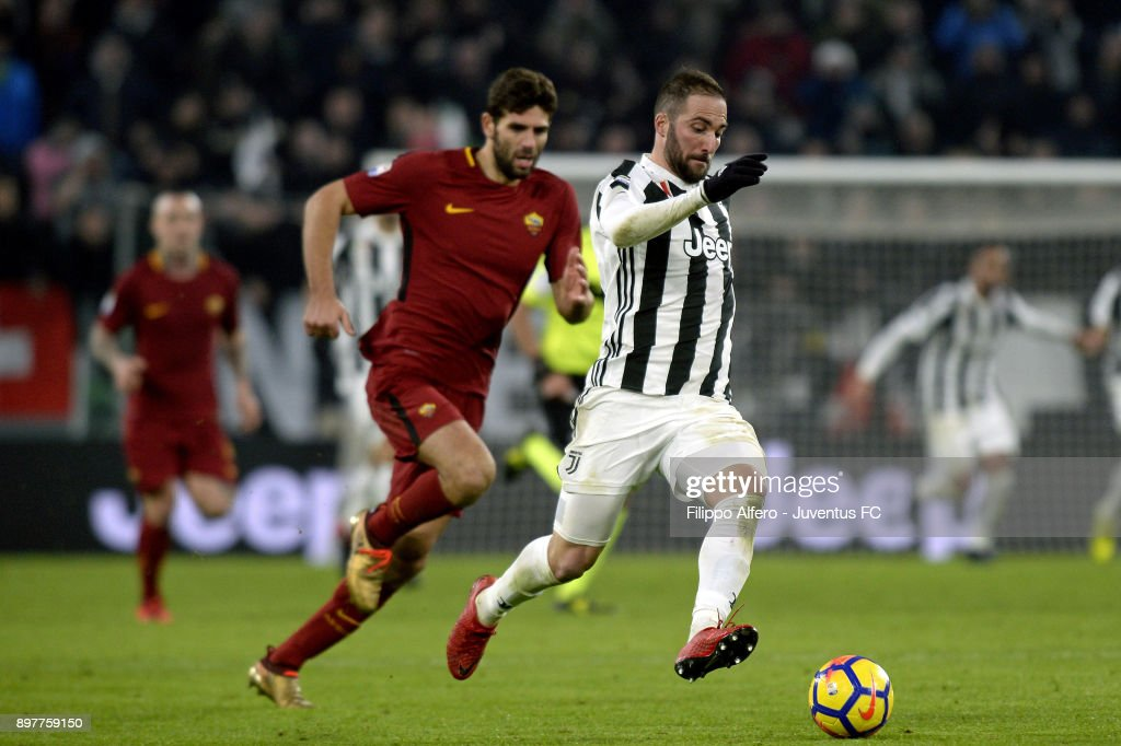 Gonzalo Higuain of Juventus in action during the serie A match between Juventus and AS Roma at Allianz Stadium on December 23, 2017 in Turin, Italy.
