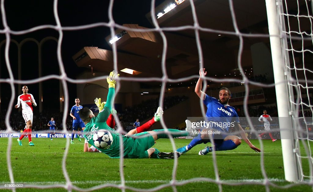 Gonzalo Higuain of Juventus scores his sides second goal past Danijel Subasic of AS Monaco during the UEFA Champions League Semi Final first leg match between AS Monaco v Juventus at Stade Louis II on May 3, 2017 in Monaco, Monaco.