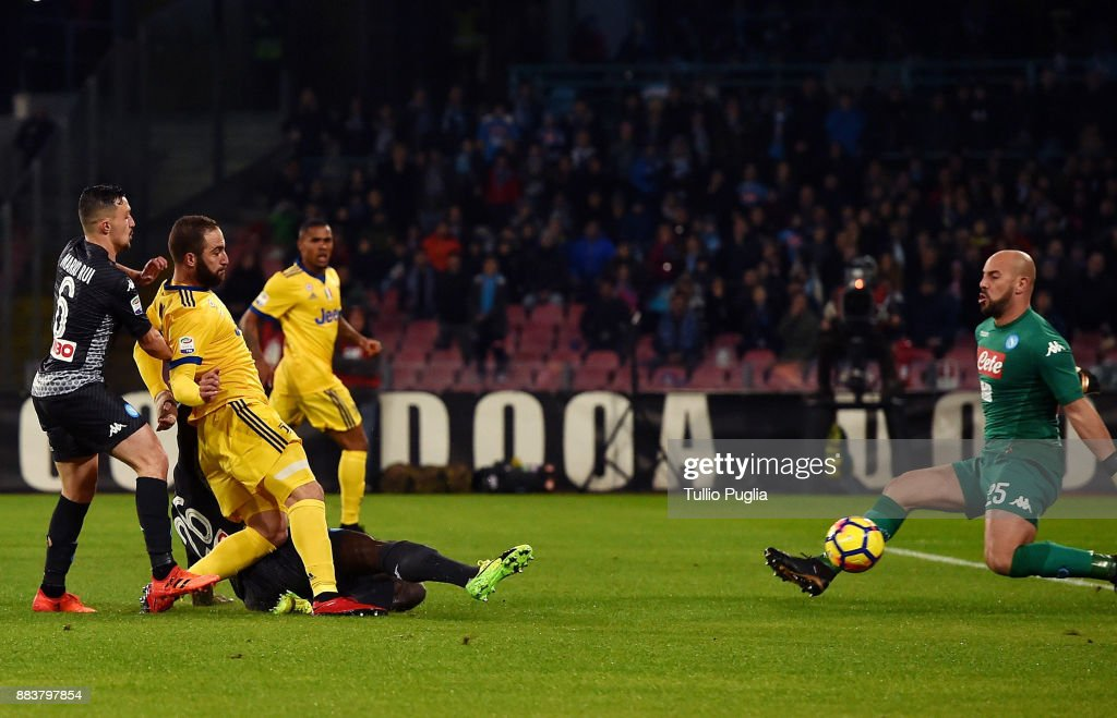 Gonzalo Higuain of Juventus scores the opening goal during the Serie A match between SSC Napoli and Juventus at Stadio San Paolo on December 1, 2017 in Naples, Italy.