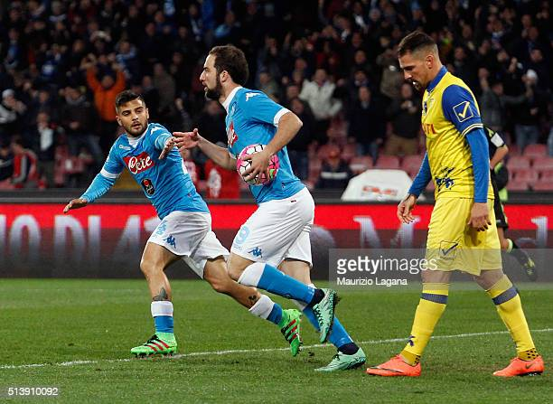 Gonzalo Higuain of Napoli celebrates after scoring the equalizing goal during the Serie A match between SSC Napoli and AC Chievo Verona at Stadio San...