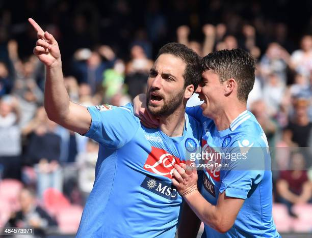 Gonzalo Higuain of Napoli celebrates after scoring the goal 21 during the Serie A match between SSC Napoli and SS Lazio at Stadio San Paolo on April...