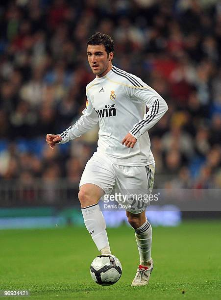 Gonzalo Higuain of Real Madrid in action during the La Liga match between Real Madrid and Villarreal at Estadio Santiago Bernabeu on February 21 2010...