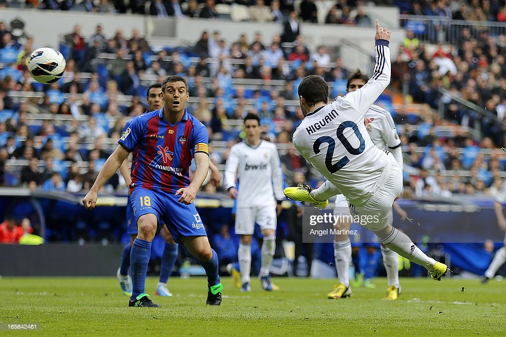 Gonzalo Higuain of Real Madrid scores the equalising goal during the La Liga match between Real Madrid and Levante at Estadio Santiago Bernabeu on April 6, 2013 in Madrid, Spain.
