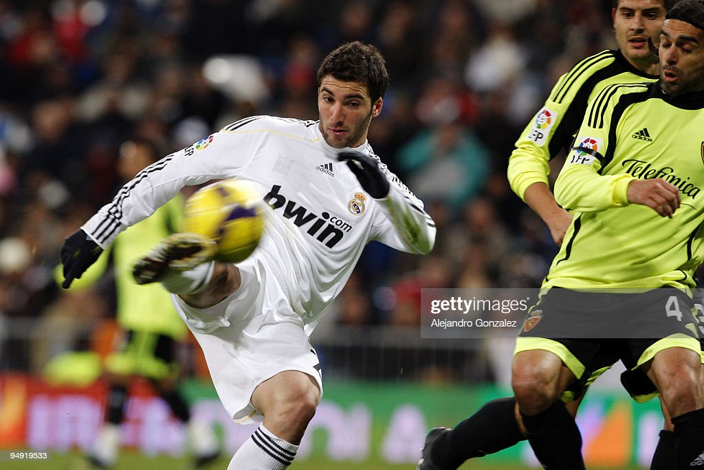Gonzalo Higuain (L) of Real Madrid shoots on goal during the La Liga match between Real Madrid and Real Zaragoza at Estadio Santiago Bernabeu on December 19, 2009 in Madrid, Spain.