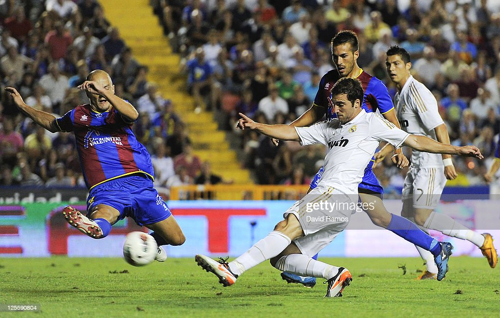 Gonzalo Higuain of Real Madrid shoots towards goal under a chanllenge from Victor Rivas of Levante UD (L) during the La Liga match between Levante UD and Real Madrid CF at Ciutat de Valencia Stadium on September 18, 2011 in Valencia, Spain. Levante UD won 1-0.