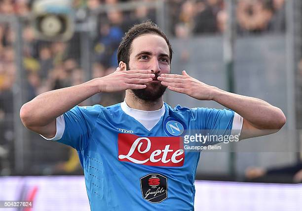 Gonzalo Higuain of SSC Napoli celebrates after scoring the goal 04 during the Serie A match between Frosinone Calcio and SSC Napoli at Stadio Matusa...