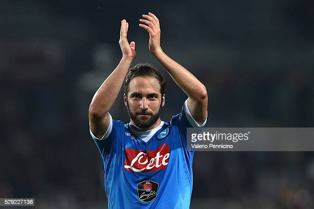 Gonzalo Higuain of SSC Napoli celebrates victory at the end of the Serie A match between Torino FC and SSC Napoli at Stadio Olimpico di Torino on May...
