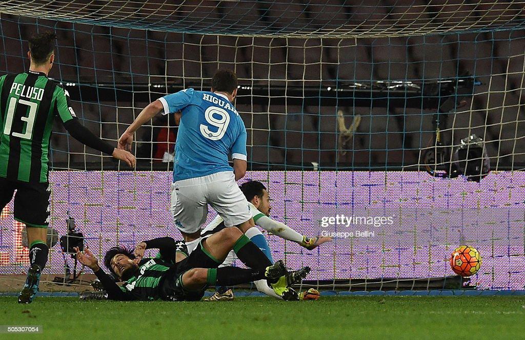 SSC Napoli v US Sassuolo Calcio - Serie A : News Photo