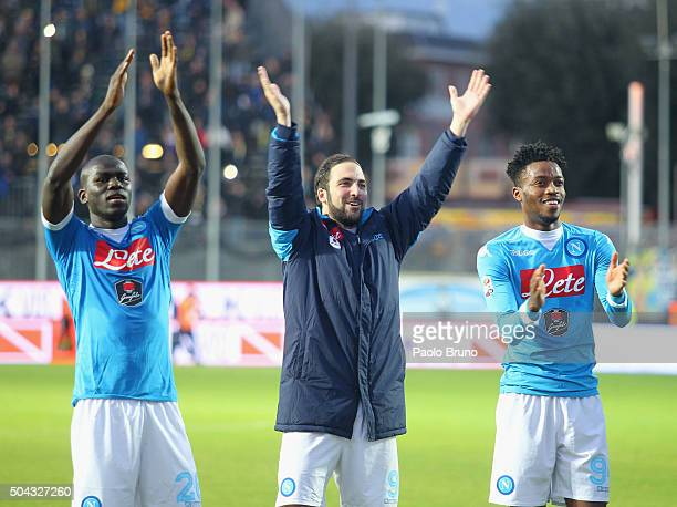Gonzalo Higuain with his teammates of SSC Napoli celebrates their victory after Serie A match between Frosinone Calcio and SSC Napoli at Stadio...