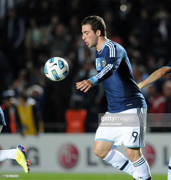 Gonzalo Higuaín of Argentina in action during the game between Argentina and Uruguay as part of the Cuarter Final of Copa America 2011 at Brigadier...