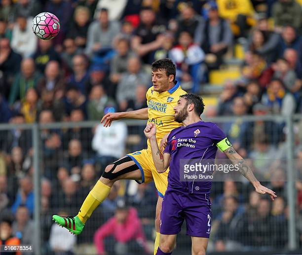 Gonzalo Javier Rodriguez of ACF Fiorentina Calcio competes for the ball with Matteo Ciofani of Frosinone Calcio during the Serie A match between...