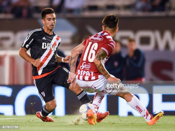 Gonzalo Martinez of River Plate fights for ball with Damian Martinez of Union during a match between River and Union as part of Superliga 2017/18 at...