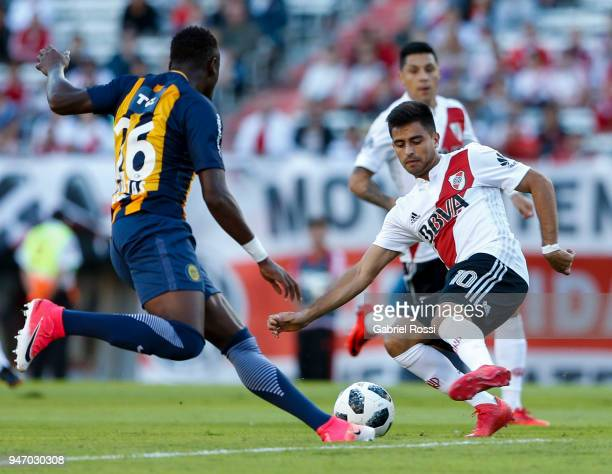 Gonzalo Martinez of River Plate fights for the ball with Oscar Cabezas of Rosario Central during a match between River Plate and Rosario Central as...