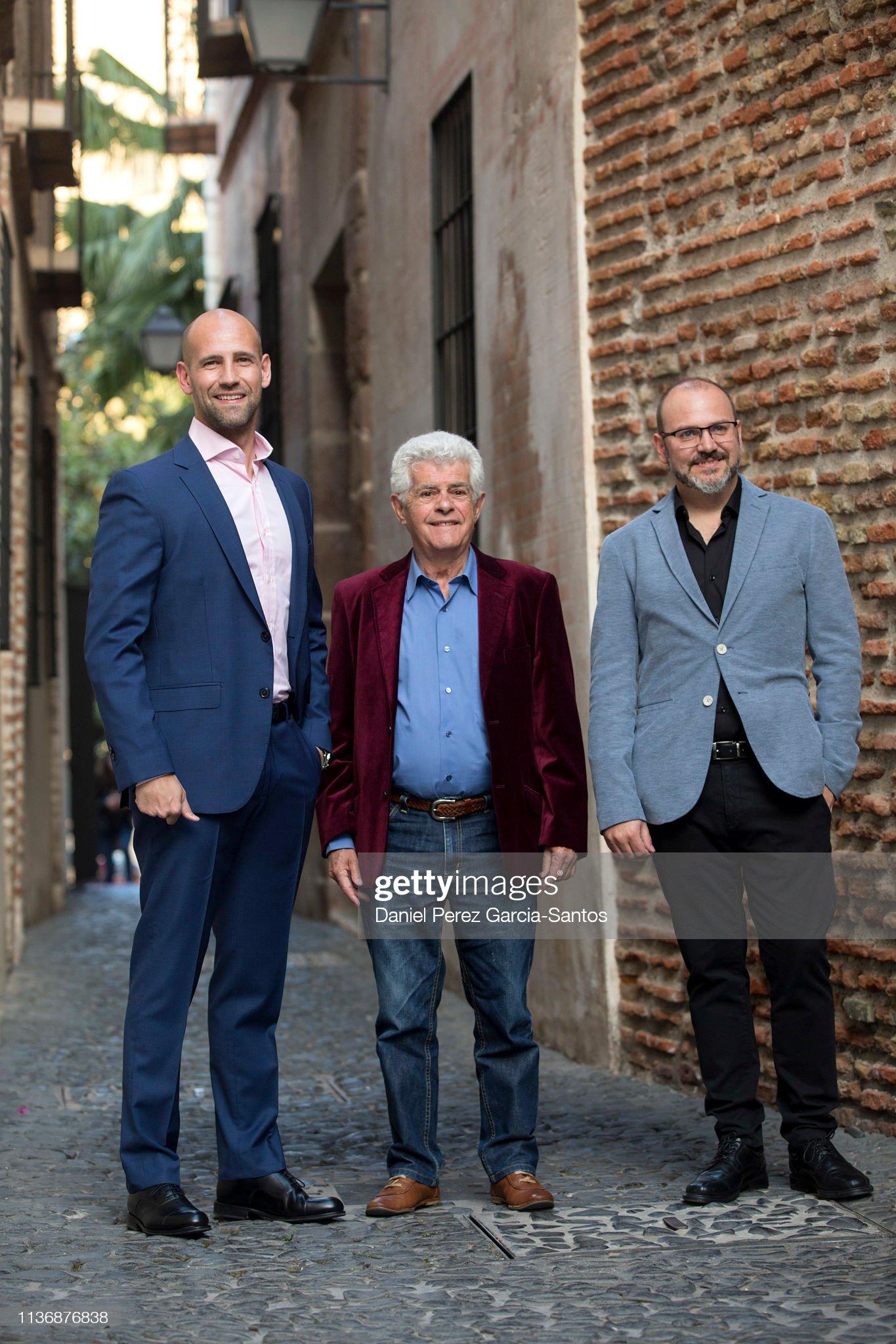 ¿Cuánto mide Gonzalo Miró? - Altura Gonzalo-miro-actor-guillermo-montesinos-and-director-victor-matellano-picture-id1136876838?s=2048x2048