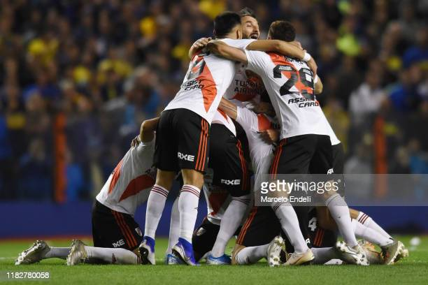 Gonzalo Montiel of River Plate celebrates with teammates during the Semifinal second leg match between Boca Juniors and River Plate as part of Copa...