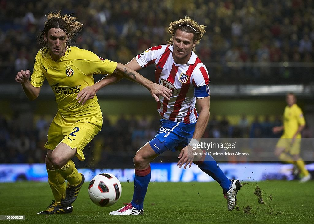 Gonzalo (L) of Villarreal duels for the ball with Diego Forlan of Atletico de Madrid during the La Liga match between Villarreal and Atletico de Madrid at El Madrigal on October 24, 2010 in Villarreal, Spain.
