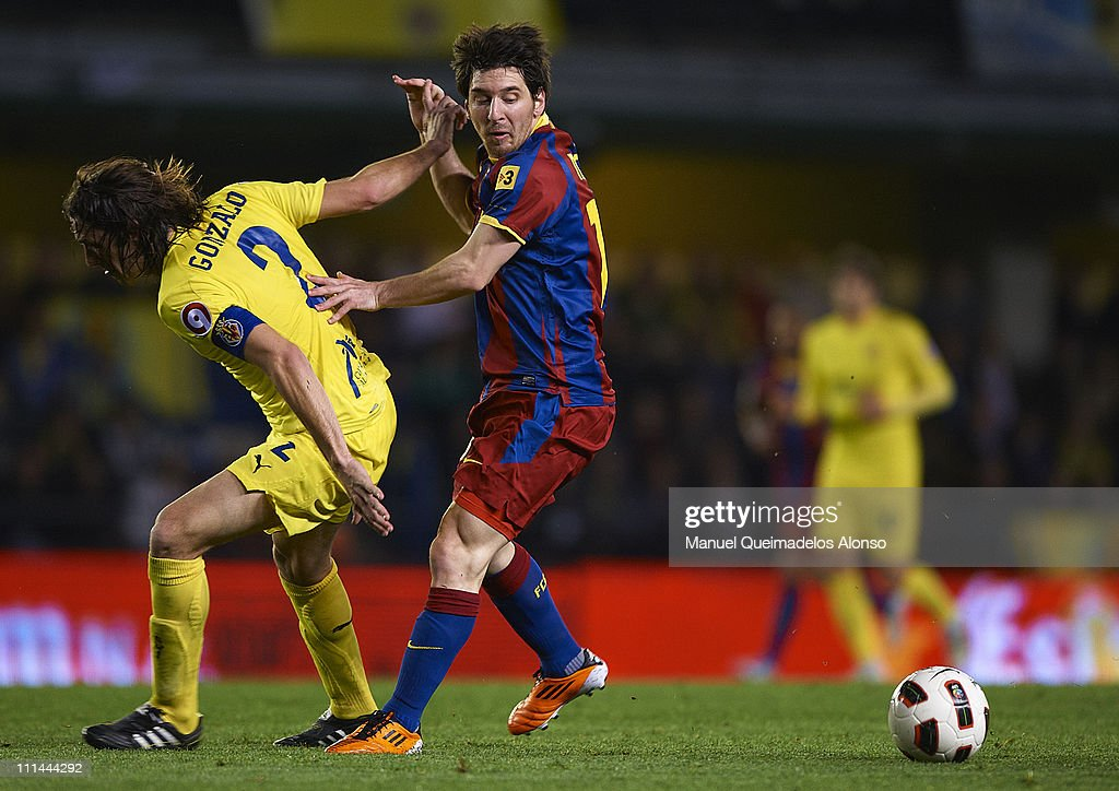 Gonzalo (L) of Villarreal duels for the ball with Lionel Messi of Barcelona during the La Liga match between Villarreal and Barcelona at El Madrigal on April 2, 2011 in Villarreal, Spain.