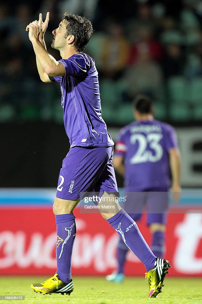 Gonzalo Rodriguez of ACF Fiorentina kicks the penalty and