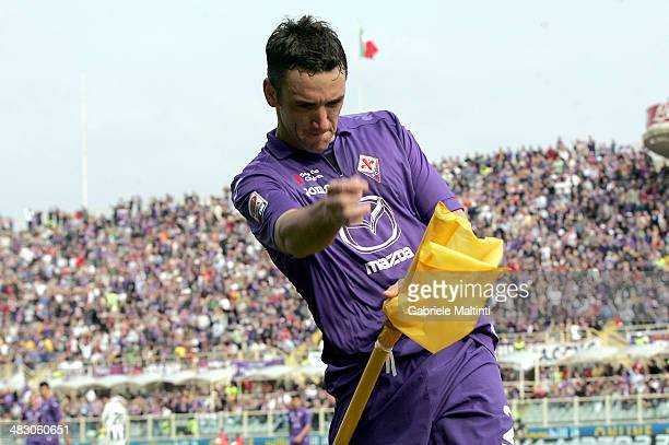Gonzalo Rodriguez of ACF Fiorentina celebrates after scoring their second goal during the Serie A match between ACF Fiorentina and Udinese Calcio at...