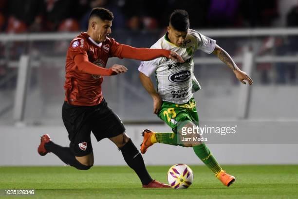 Gonzalo Veron of Independiente and Nicolas Fernandez of Defensa y Justicia fight for the ball during a match between Independiente and Defensa y...