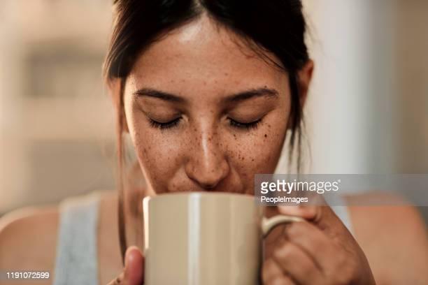 ein guter tag beginnt mit gutem kaffee - vergnügen stock-fotos und bilder