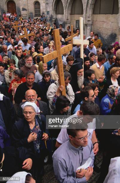 good friday procession on the via dolorosa - greek orthodoxy stock pictures, royalty-free photos & images