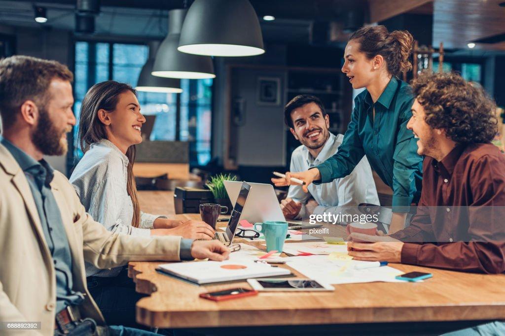 Gute Führung und Teamwork führen zum Erfolg : Stock-Foto