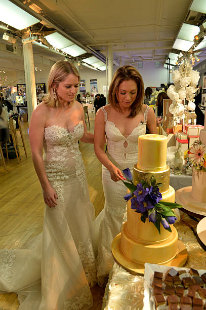 Good Morning America S Sara Haines And Ginger Zee Choose The Best Wedding Cake During New