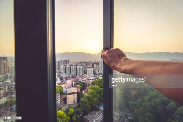 goedemorgen, open raam - schoon stockfoto's en -beelden