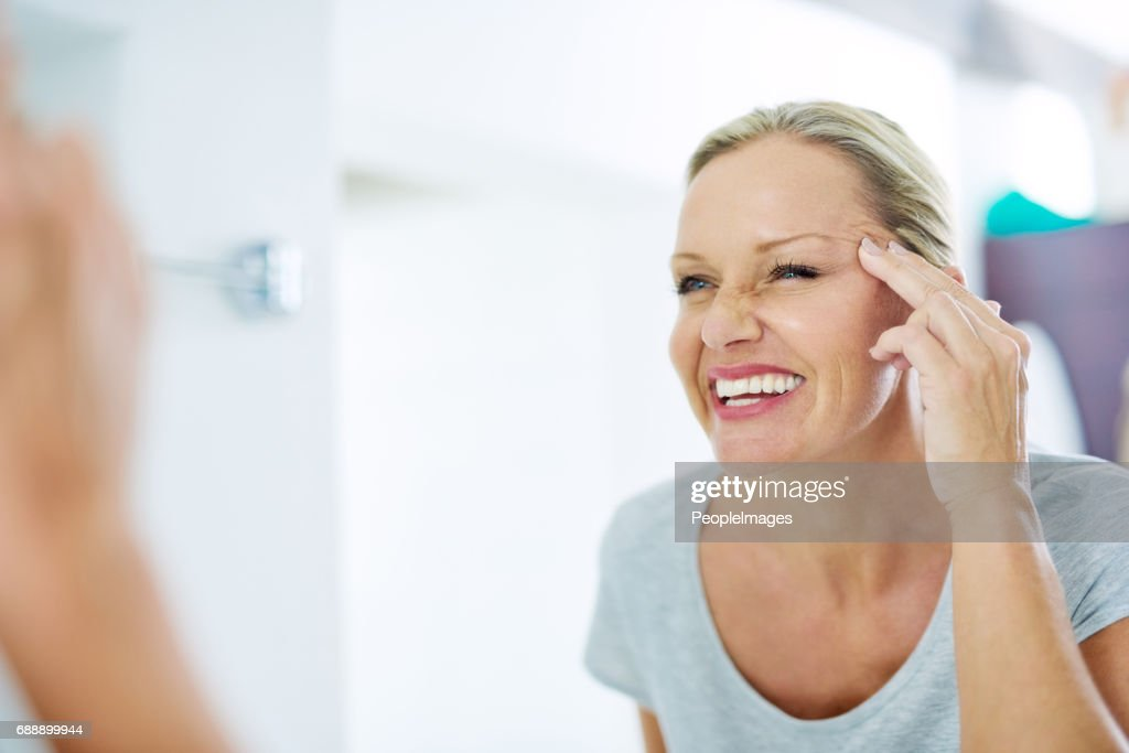 Good skincare habits will have you looking younger : Stock Photo