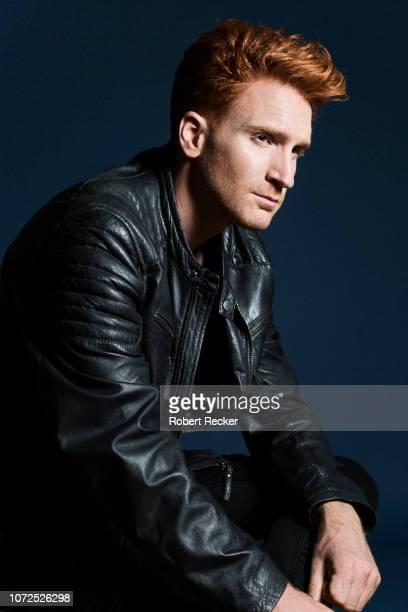 good-looking redhaired man with leather jacket - veste et blouson photos et images de collection
