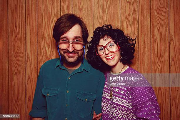 goofy 80s couple wearing glasses wood paneling - 1980 fotografías e imágenes de stock