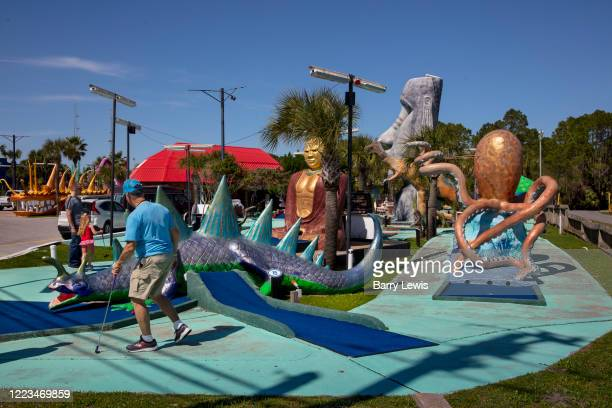 52 Mini Golf Obstacle Photos And Premium High Res Pictures Getty Images