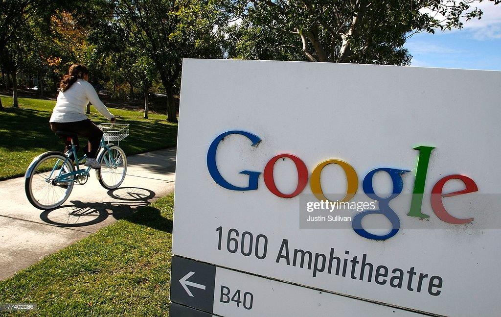 Google Announces Quarterly Earnings : News Photo