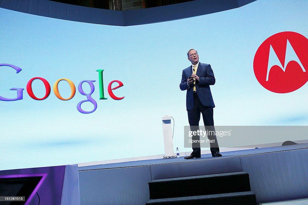 Motorola And Verizon Hold News Conference : News Photo