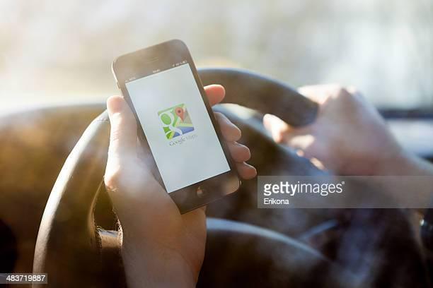 google マップで iphone 5 - google ストックフォトと画像