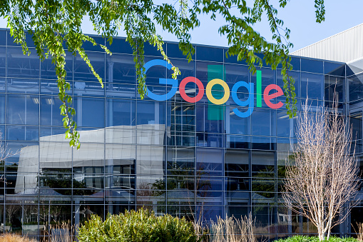 Google sign on the building at Google's headquarters in Silicon Valley . - gettyimageskorea