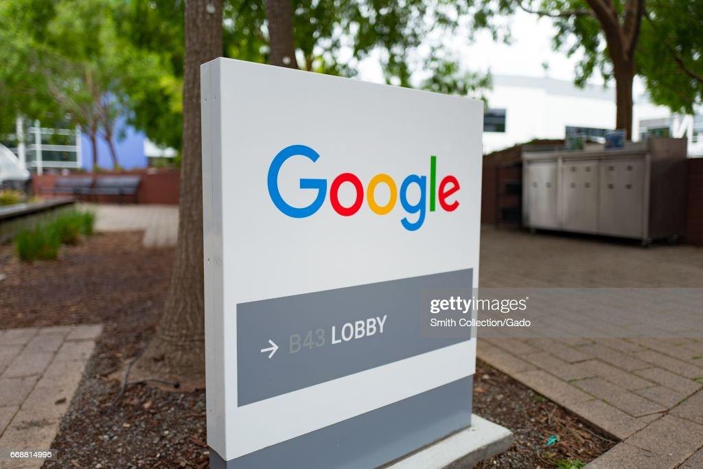 Google Signage : News Photo