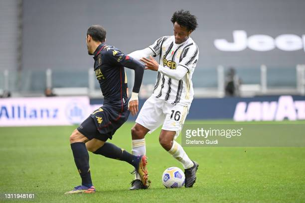 Goran Pandev of Genoa CFC against Juan Cuadrado of Juventus FC during the Serie A match between Juventus and Genoa CFC at Allianz Stadium on April...