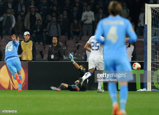 Goran Pandev of SSC Napoli scores the opening goal during the UEFA Europa League Round of 16 match between SSC Napoli and FC Porto at Stadio San...