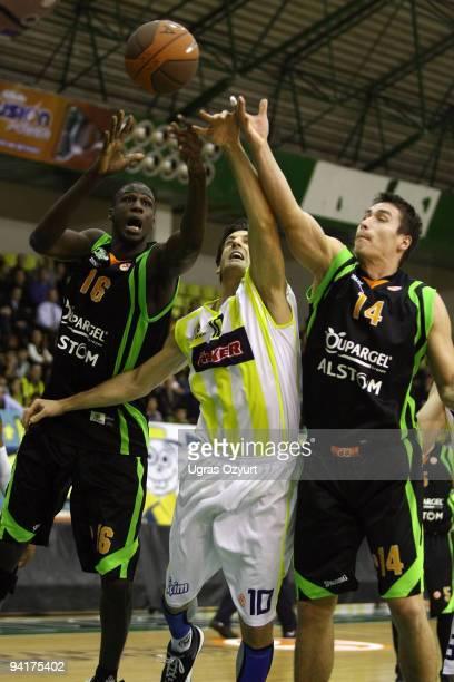 Gordan Giricek #10 of Fenerbahce Ulker Istanbul competes with Kristjan Kangur #14 and Bangaly Fofana #16 of Asvel Basket Lyon Villeurbane during the...
