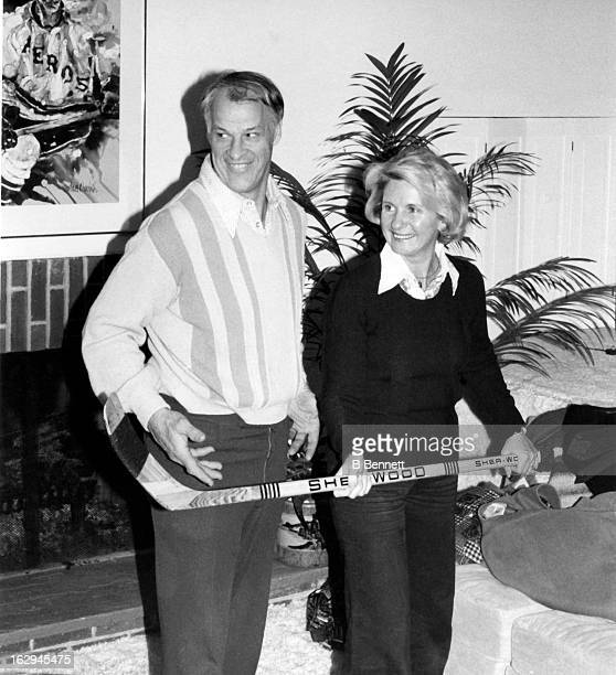 Gordie Howe and his wife Colleen Joffa Howe hold a hockey stick at their home circa 1980 in Bloomfield Hills, Michigan.