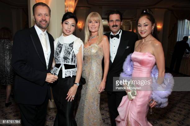 Gordon Clune Elizabeth An Colleen Rein Gary Rein and Lucia Hwong Gordon attend Carnegie Hall Medal of Excellence Gala Honoring HENRY T SEGERSTROM at...